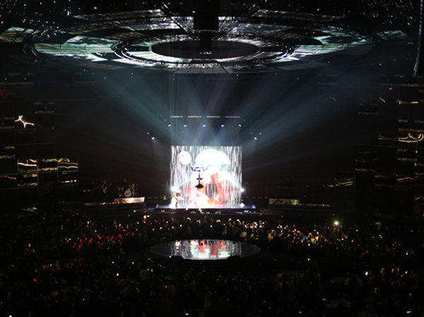 Brit awards performance using projection screen